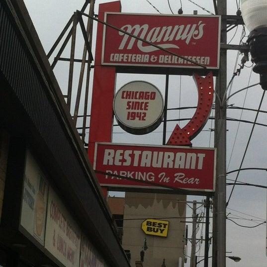 Foto diambil di Manny's Cafeteria & Delicatessen oleh Steven L. pada 12/3/2011