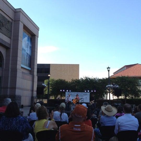 5/13/2012 tarihinde Mary B.ziyaretçi tarafından Bullock Texas State History Museum'de çekilen fotoğraf