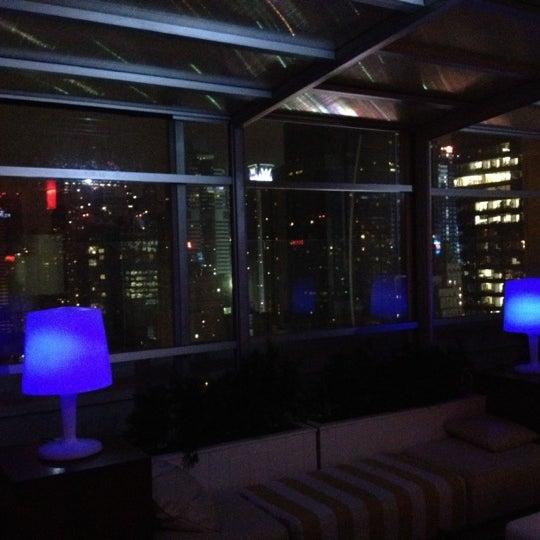 Снимок сделан в Sky Room пользователем Leon V. 4/19/2012
