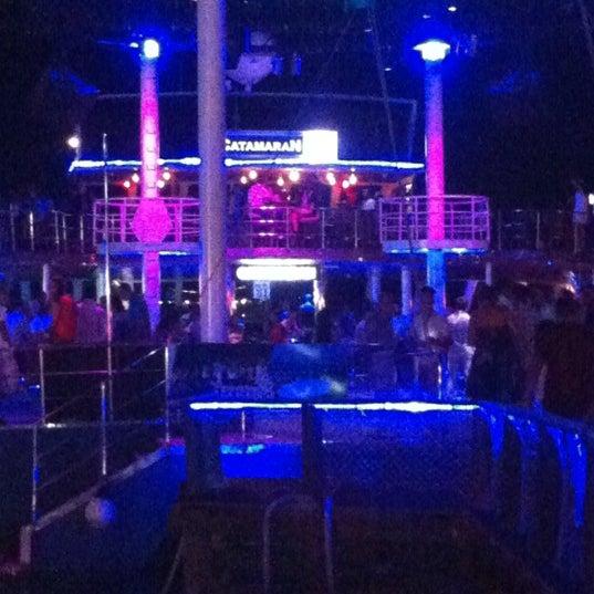 9/7/2012 tarihinde Izzet A.ziyaretçi tarafından Club Catamaran'de çekilen fotoğraf