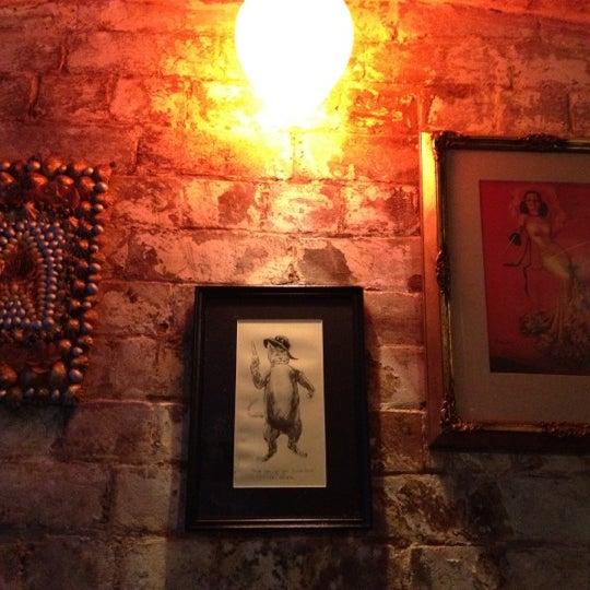 Foto tomada en Grandma's Bar por Bec W. el 3/23/2012