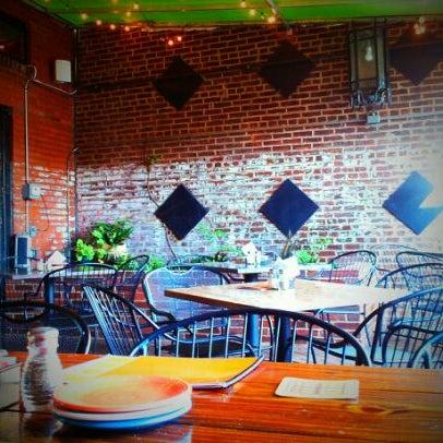 Das Foto wurde bei Square One Brewery & Distillery von Chelly am 3/28/2012 aufgenommen