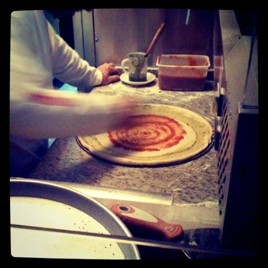 Foto tirada no(a) Giuseppe Pizza por Meizi S. em 3/30/2011