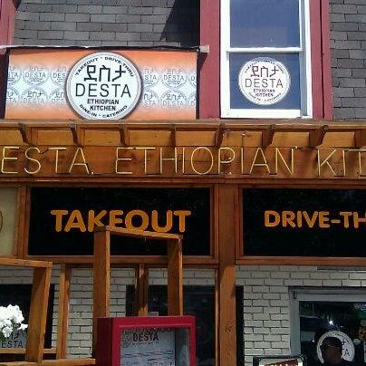 Foto scattata a Desta Ethiopian Kitchen da Rowena O. il 5/2/2012