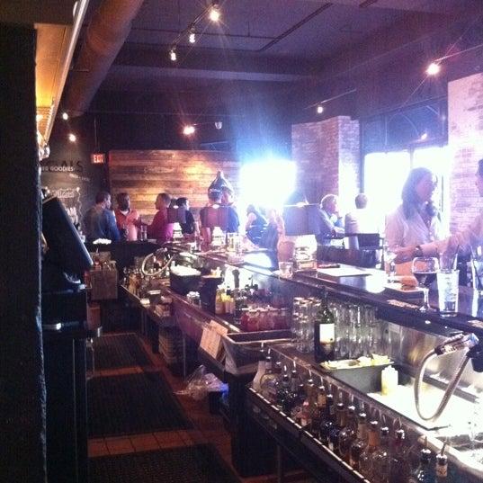 5/18/2011 tarihinde Cole K.ziyaretçi tarafından Urban Eatery'de çekilen fotoğraf