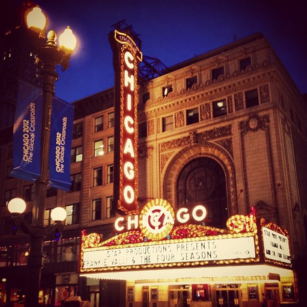 Foto scattata a The Chicago Theatre da Brandon M. il 6/2/2012