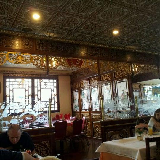 Снимок сделан в Golden Plaza Chinese Restaurant пользователем Artur S. 1/8/2012