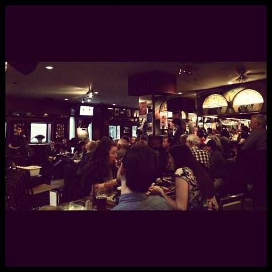 4/15/2012にAIDA King .がThe Rex Hotel Jazz & Blues Barで撮った写真