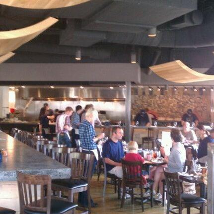 รูปภาพถ่ายที่ Fire Stone Wood Fired Pizza & Grill โดย Chris R. เมื่อ 9/3/2011