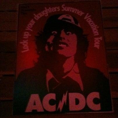 7/29/2012にAdriana Q.がOzzie Pubで撮った写真