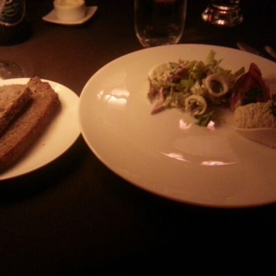Foto tomada en Brasserie Pushkin por Hailey P. el 9/7/2012