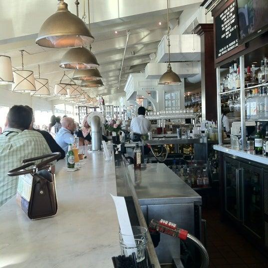 Foto tomada en Harbor House por J R. el 7/12/2012