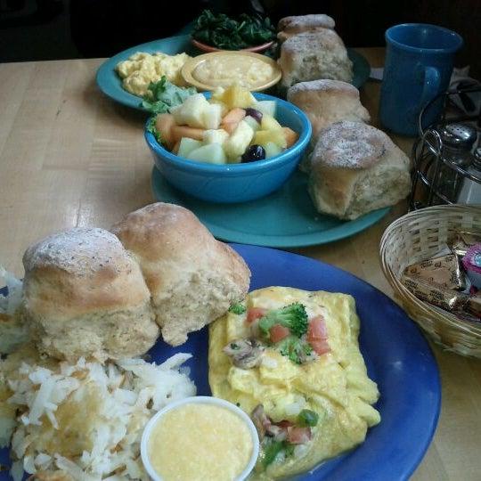 รูปภาพถ่ายที่ Bob's Red Mill Whole Grain Store โดย Justin L. เมื่อ 3/17/2012