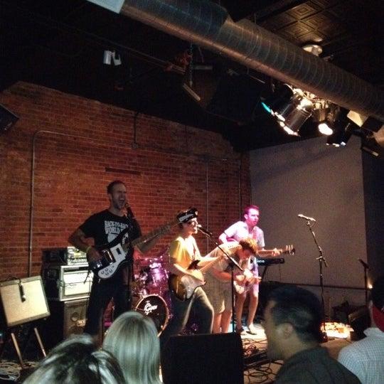 Photo prise au Bottom Lounge par Brendan R. le8/26/2012