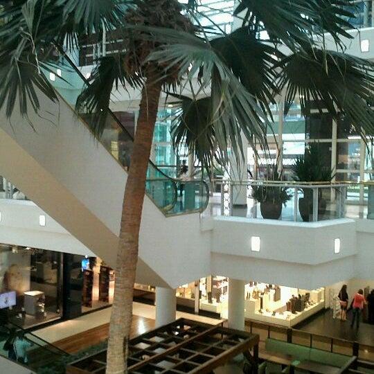 Foto diambil di Shopping Crystal oleh Leonardo V. pada 4/8/2012