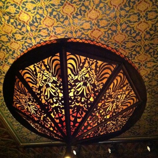 รูปภาพถ่ายที่ Zihni Bar โดย Emre B. เมื่อ 4/14/2012