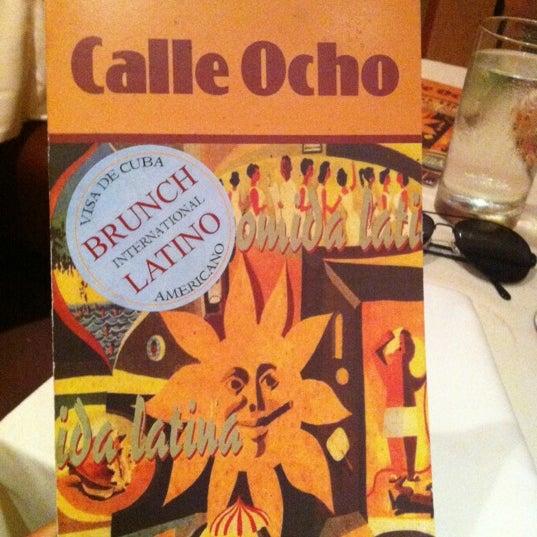 รูปภาพถ่ายที่ Calle Ocho โดย Andre W. เมื่อ 9/1/2012