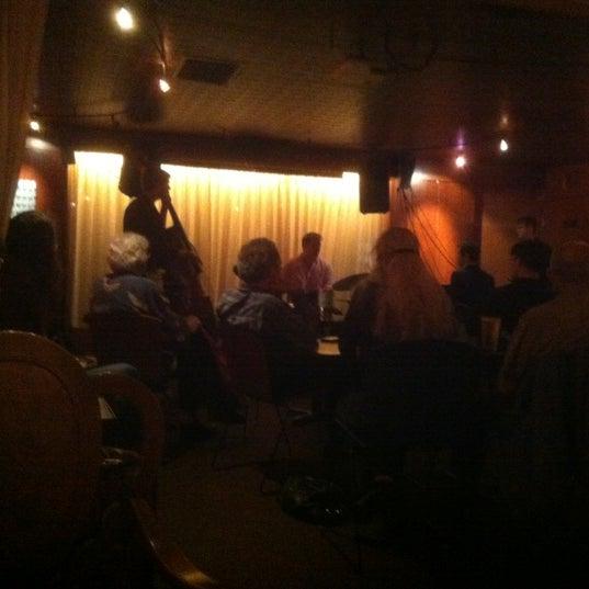 รูปภาพถ่ายที่ Tea Zone & Camellia Lounge โดย John K. เมื่อ 6/20/2012