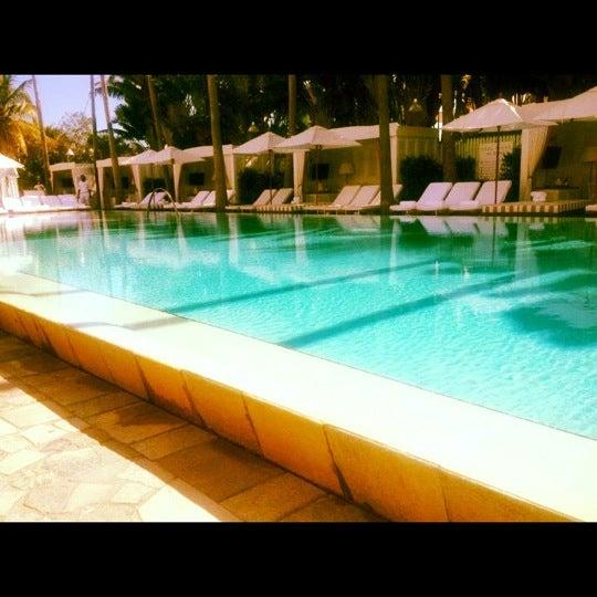 Photo prise au Delano Beach Club par Joanna V. le7/18/2012