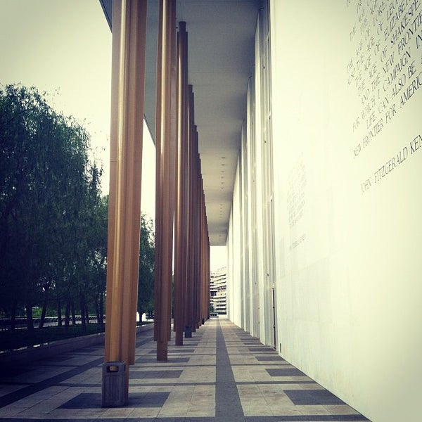 4/24/2012 tarihinde Ryan H.ziyaretçi tarafından The John F. Kennedy Center for the Performing Arts'de çekilen fotoğraf