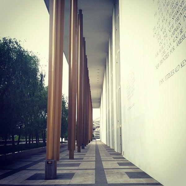 Снимок сделан в The John F. Kennedy Center for the Performing Arts пользователем Ryan H. 4/24/2012