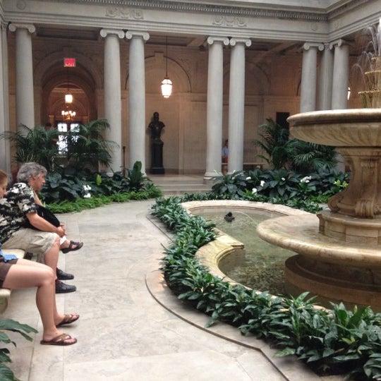 7/15/2012 tarihinde Irene K.ziyaretçi tarafından The Frick Collection'de çekilen fotoğraf