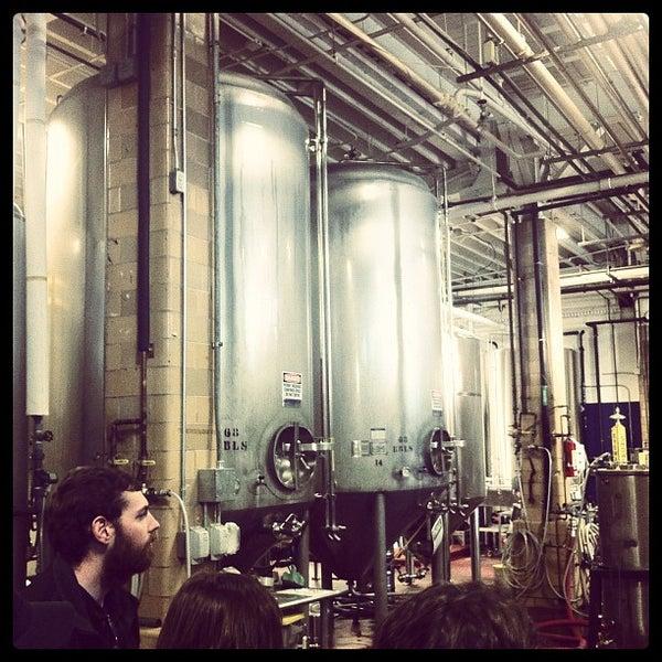 Photo prise au Samuel Adams Brewery par Brandon R. le11/18/2011