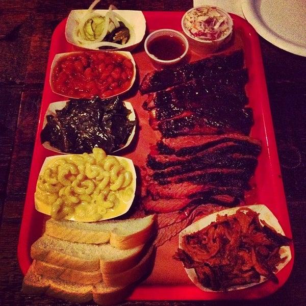 รูปภาพถ่ายที่ Mable's Smokehouse & Banquet Hall โดย Ron V. เมื่อ 5/25/2012