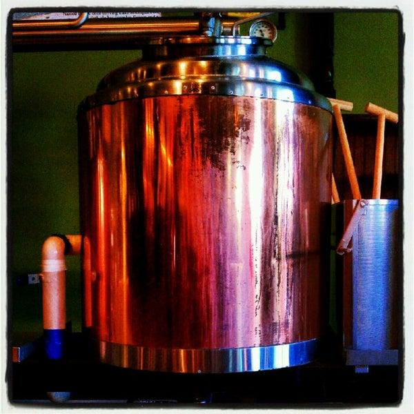Снимок сделан в Saugatuck Brewing Company пользователем Dick T. 6/6/2012