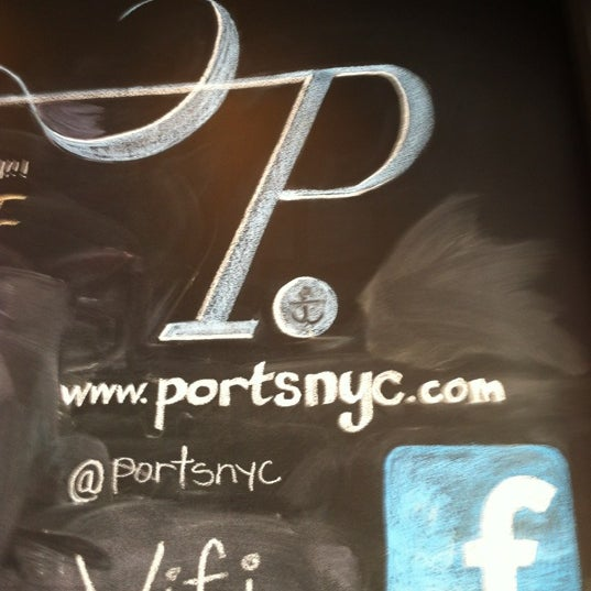 Foto tomada en Ports Coffee & Tea Co. por Mat Z. el 6/23/2012
