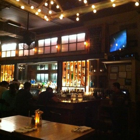 6/28/2012 tarihinde Zachary M.ziyaretçi tarafından Two Door Tavern'de çekilen fotoğraf