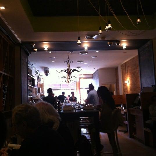 Photo prise au Pizzeria Libretto par Jijesh D. le6/25/2012