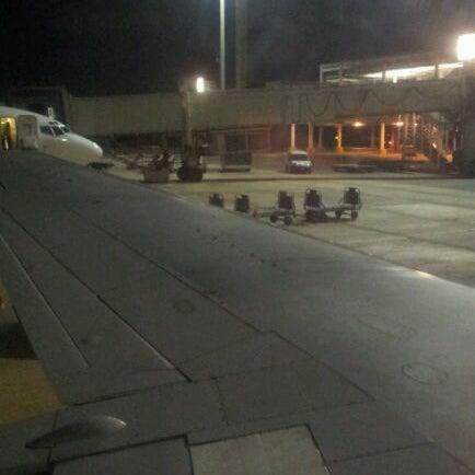รูปภาพถ่ายที่ Aeropuerto Internacional Comodoro Arturo Merino Benítez (SCL) โดย Victor I. เมื่อ 2/13/2012