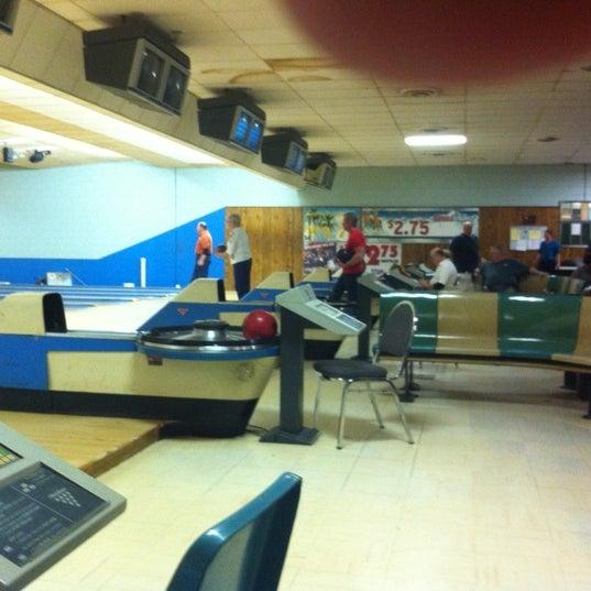 Das Foto wurde bei Oaklawn Bowl von Mike N. am 3/5/2011 aufgenommen