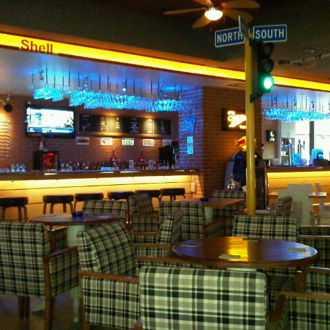 Foto diambil di Diesel Pub oleh Niyazi O. pada 8/17/2012