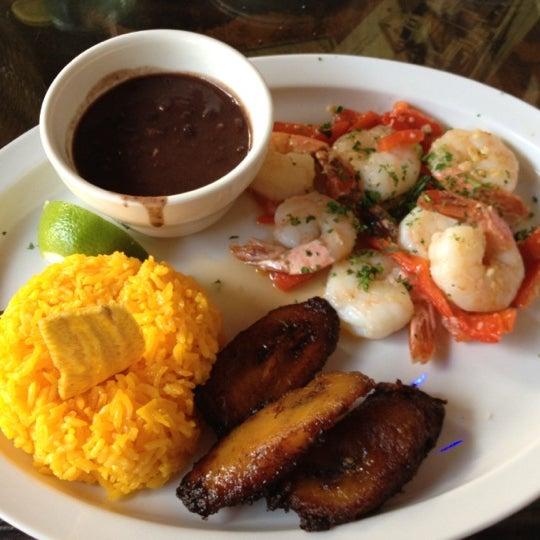Foto diambil di El Meson de Pepe Restaurant & Bar oleh MISSLISA pada 3/25/2012