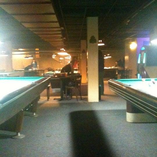 Das Foto wurde bei Melrose Billiard Parlor von Annie C. am 2/20/2011 aufgenommen