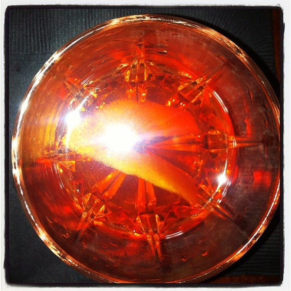 Foto tirada no(a) Oldfield's Liquor Room por Bennett K. em 12/6/2011