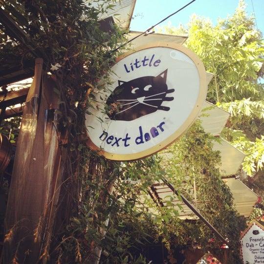 Foto tirada no(a) Little Next Door por Danielle N. em 11/5/2011