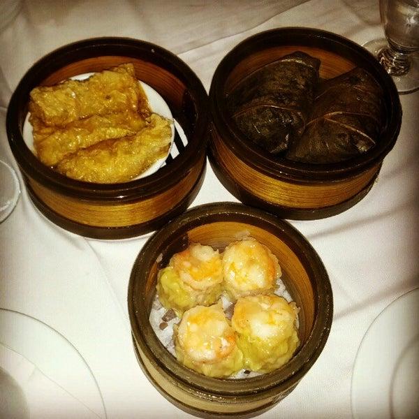6/15/2012에 Indulgent Eats님이 Oriental Garden 福臨門海鮮酒家에서 찍은 사진