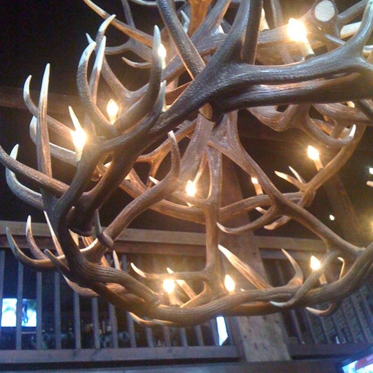 Das Foto wurde bei Royal Oak Bar and Grill von Amanda am 7/27/2011 aufgenommen