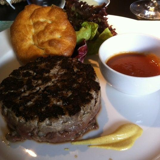 Foto diambil di Restaurante Lakasa oleh Fran L. pada 4/14/2012