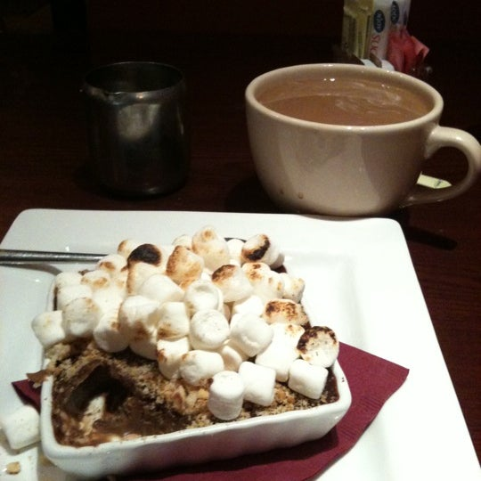 Foto tomada en Heaven Sent Desserts por Leo V. el 1/25/2011