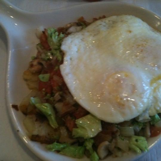 4/17/2011 tarihinde Reyna H.ziyaretçi tarafından The Breakfast Club & Grill'de çekilen fotoğraf