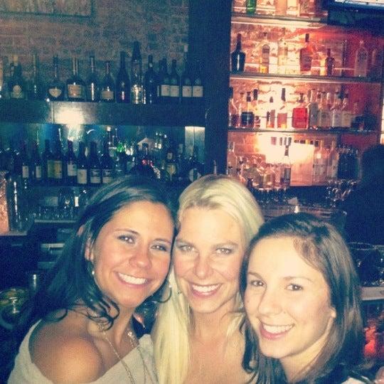 Photo prise au Honu Kitchen And Cocktails par Andrea M. le11/12/2011