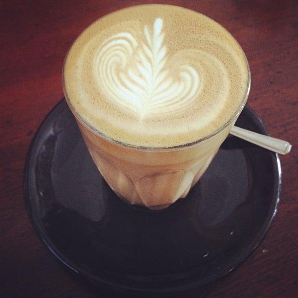 7/23/2012 tarihinde Otto E.ziyaretçi tarafından Kaffeine'de çekilen fotoğraf