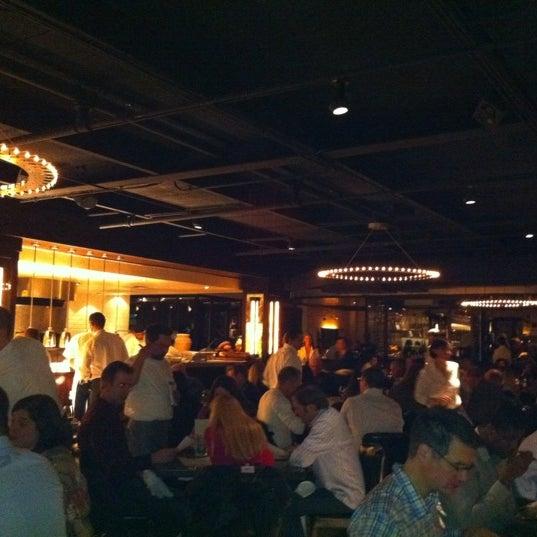 รูปภาพถ่ายที่ Ecco Midtown โดย Brian Y. เมื่อ 2/15/2012