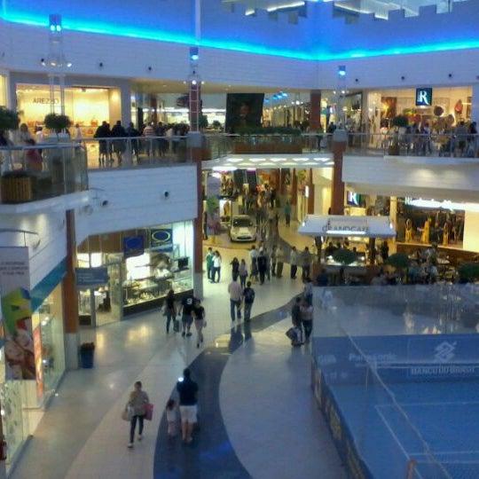 Снимок сделан в Floripa Shopping пользователем Leonardo V. 10/12/2011