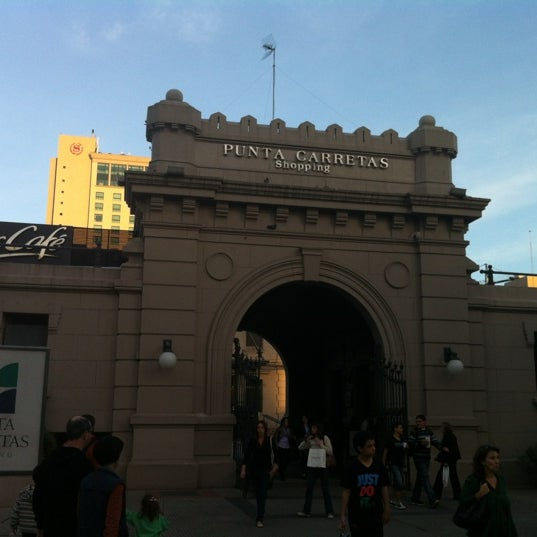 Foto tirada no(a) Punta Carretas Shopping por Robbi H. em 4/6/2012