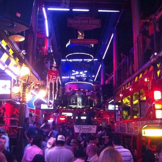 Foto scattata a El Squid Roe da Michael V. il 4/15/2012